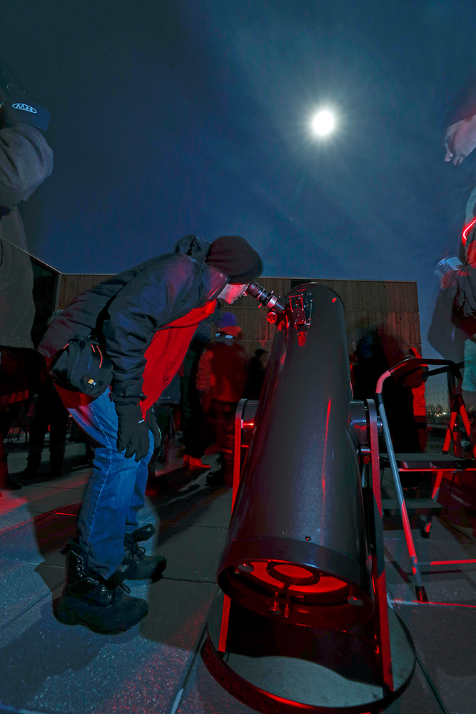 A Bell visitor uses a telescope at a Star Party