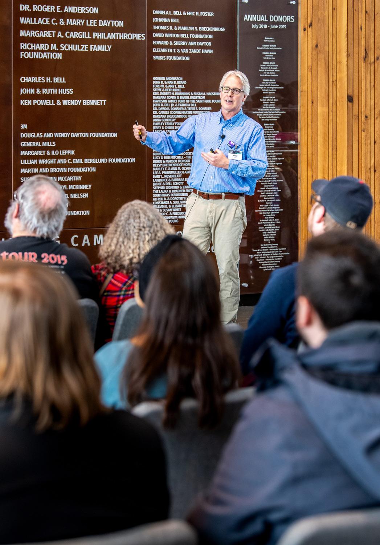 Astrophotographer speaks to audience