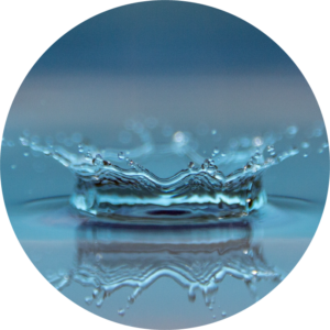Single water droplet splashing